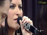 Tiziano Ferro e Laura Pausini- Vivime (Legenda BR) dueto ao vivo no programa Due da tv italiana, a 08 de dezembro de 2009.wmv